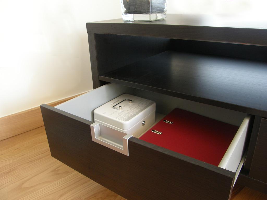 Arregui caja caudales white speech cerradura serreta c9623 for Caja de caudales